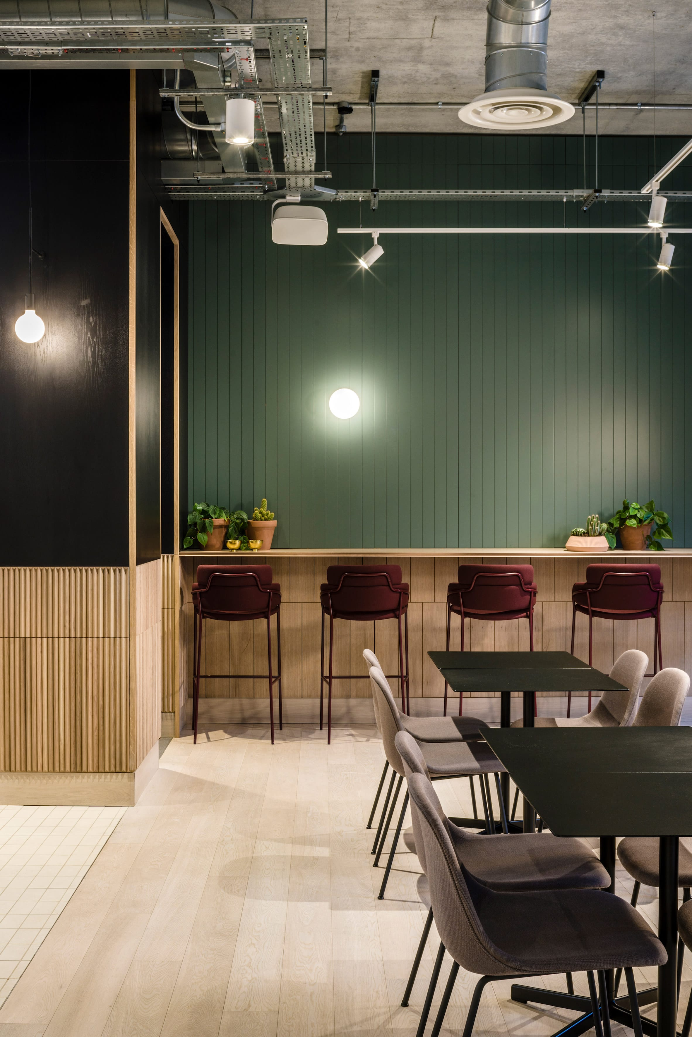 Using Materials To Revitalise Office Spaces